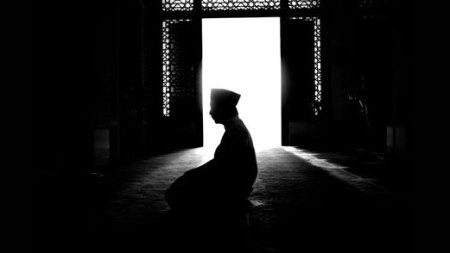 http://muslimstory.files.wordpress.com/2010/01/tahajud.jpg?w=450&h=254